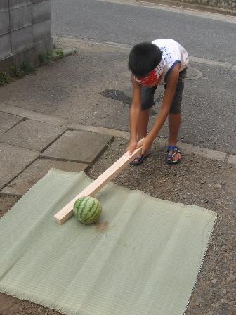 2009.8 富岡さんとスイカ割り 008縮小.jpg