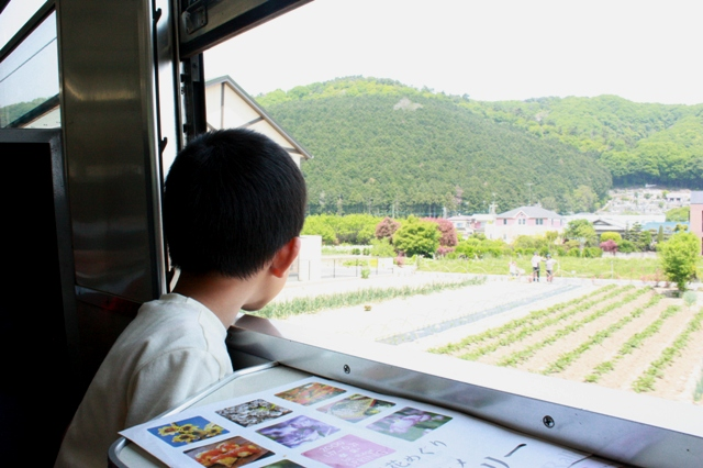 パレオエクスプレス車内マチャと車窓.JPG